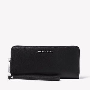 Michael Kors Bags - Michael Kors wrist wallet